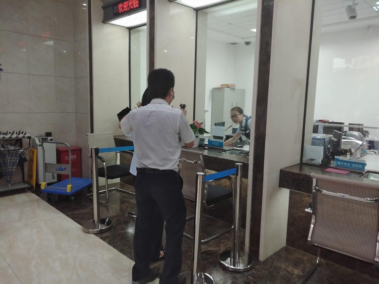 深圳光明沪农商村镇银行开展反诈骗、反洗钱、反恐防暴应急演练活动